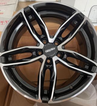 4x Carmani 13 8x18 5x112 ET35 Black Full Polish
